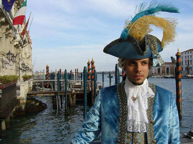 вот такие мужские костюмы предлагает ателье Flavia