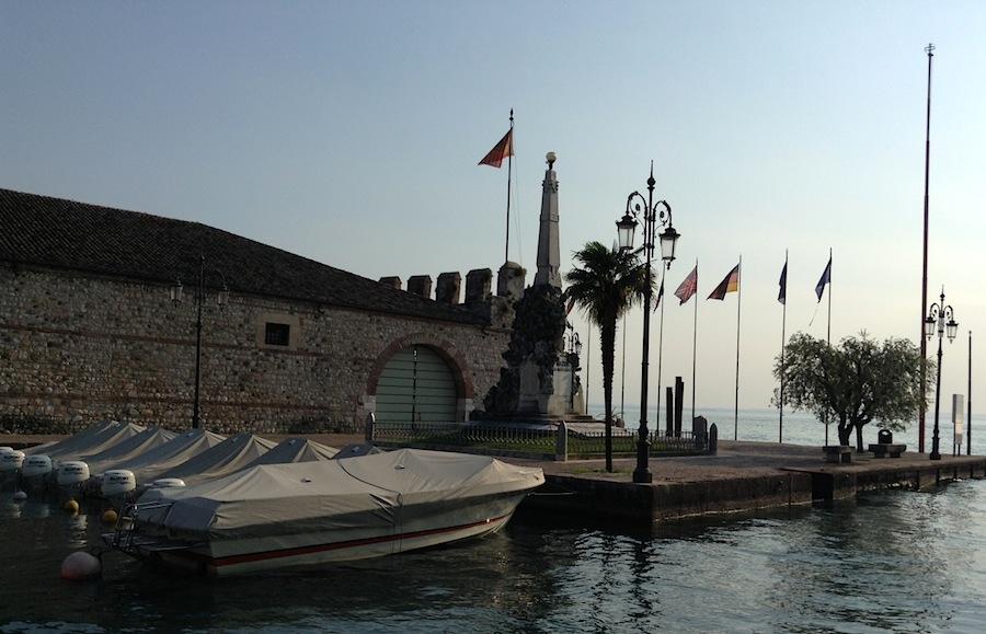 лодки в гавани Лацизе