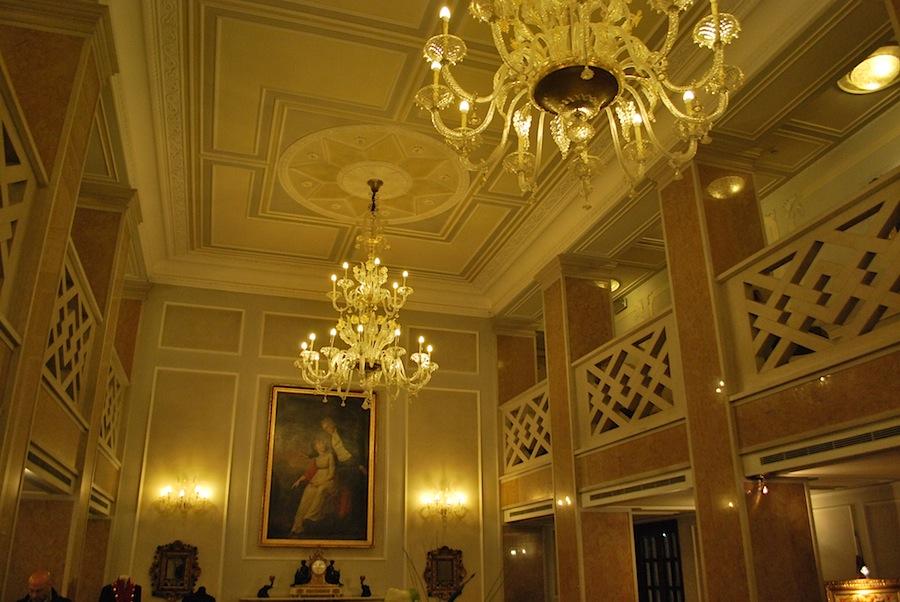 люстры из муранского стекла в отеле Luna Baglioni