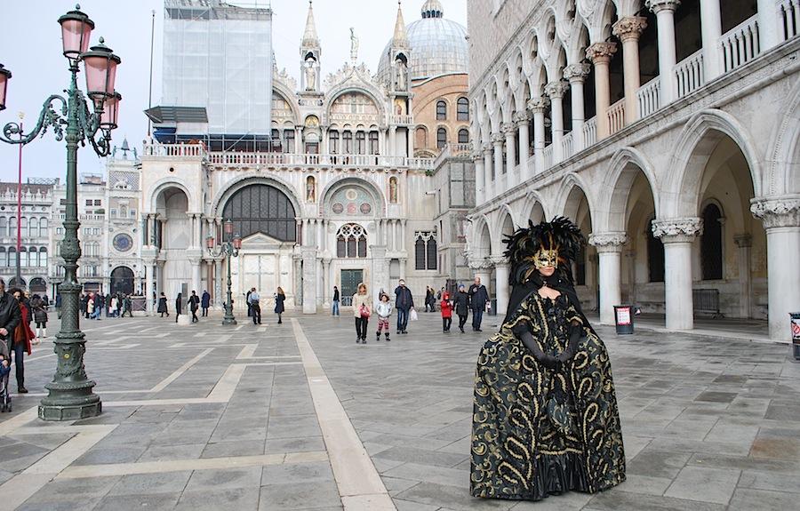 маска на площади Сан-Марко