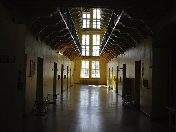 Коридоры тюрьмы