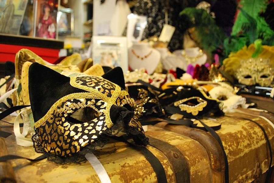 кошачьи маски в ателье Flavia