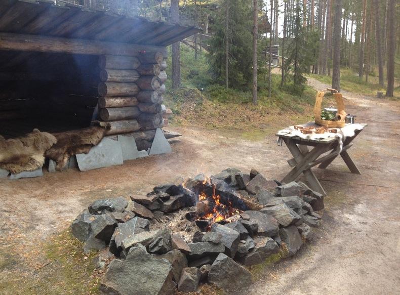 огонь, разведенный возле жилища шаманов