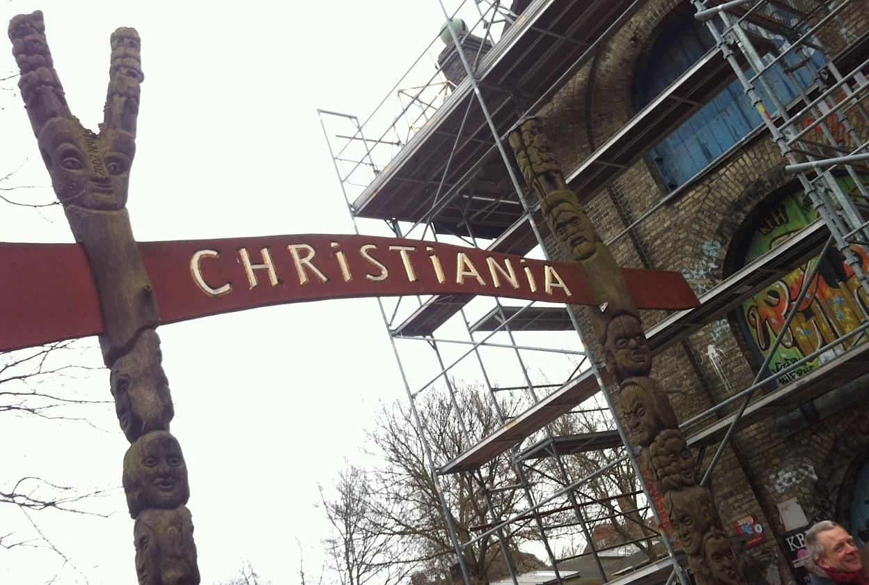 вывеска на входе в Христианию