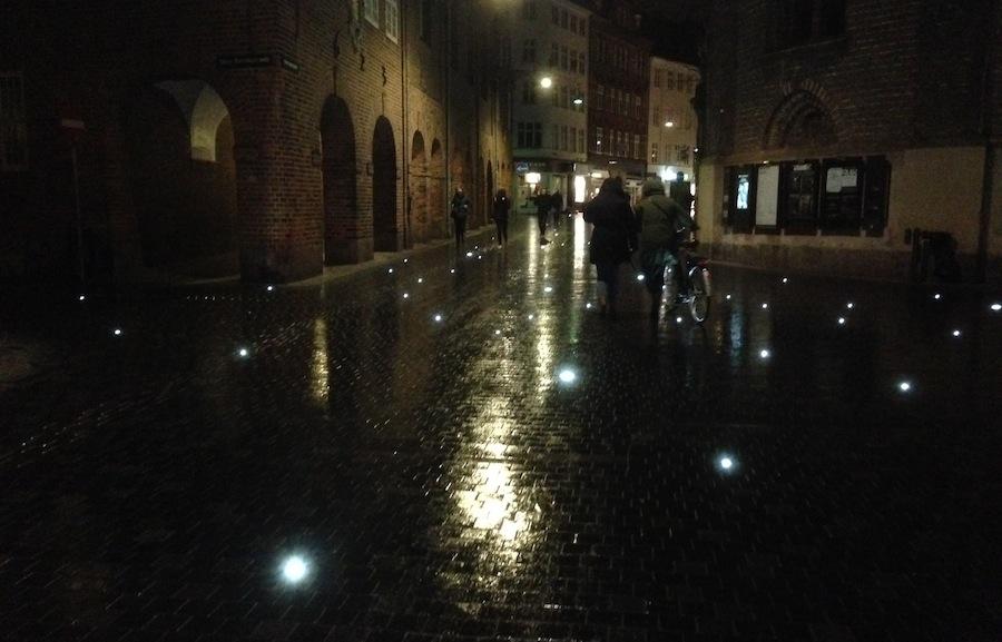 ночная подсветка тротуара