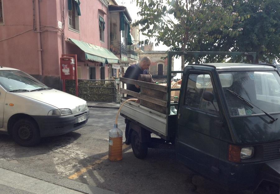 Ачитрецца, торговля вином на улице