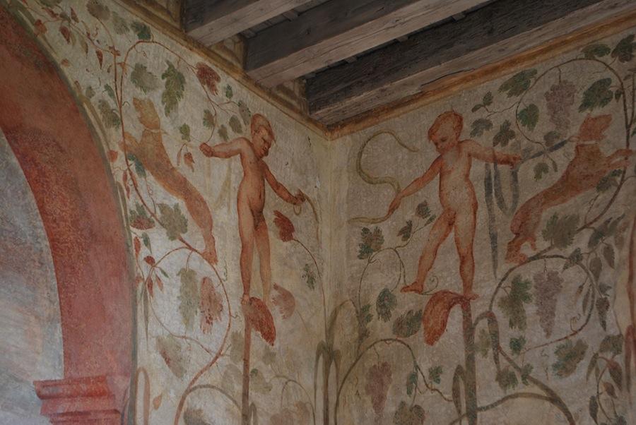 фрески на стенах виллы