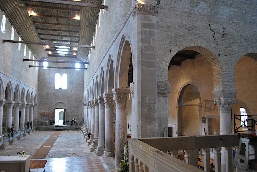 древние своды базилики Аквилеи