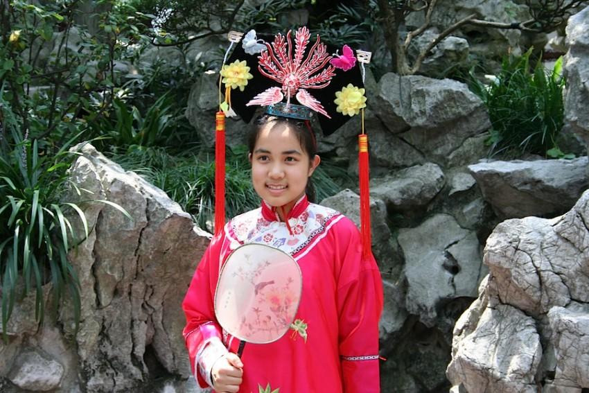ребенок в национальном китайском костюме