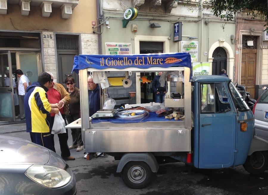 машина с рыбой, Ачитрецца, Сицилия