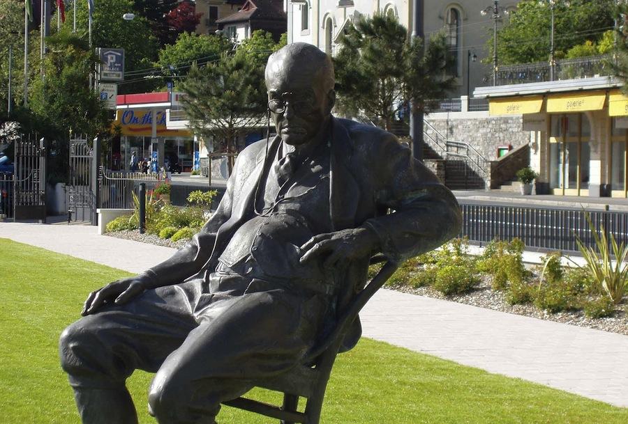 памятник Набокову в Монтре