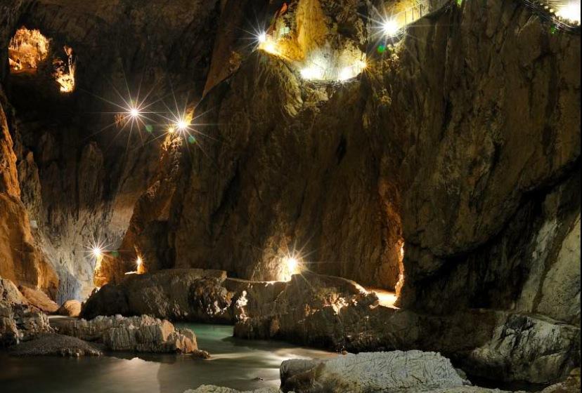 Шкоцянские пещеры и подземная река