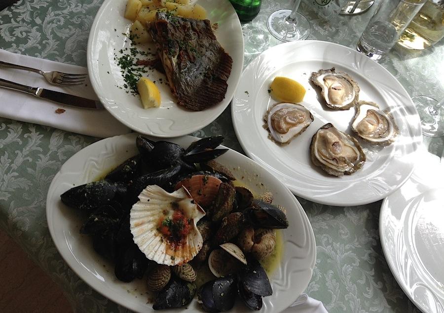 рыба и моллюски в ресторане Viking