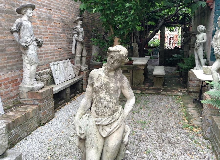 статуи на острове Торчелло