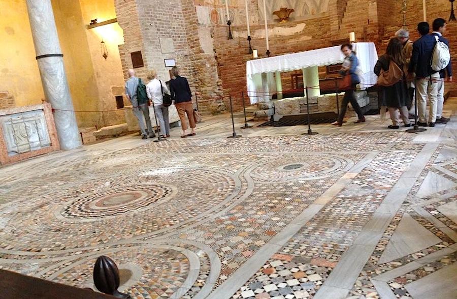напольная мозаика в Санта Мария Ассунта