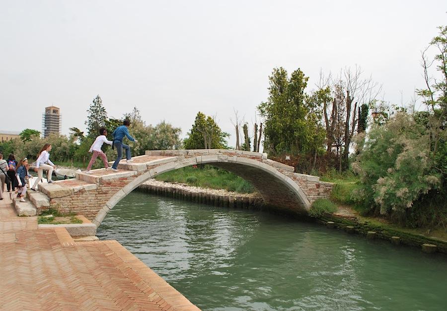 мост через канал на острове Торчелло