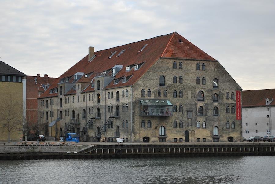пример креативного заведения Копенгагена - стеклянное кафе в местном архитектурном центре