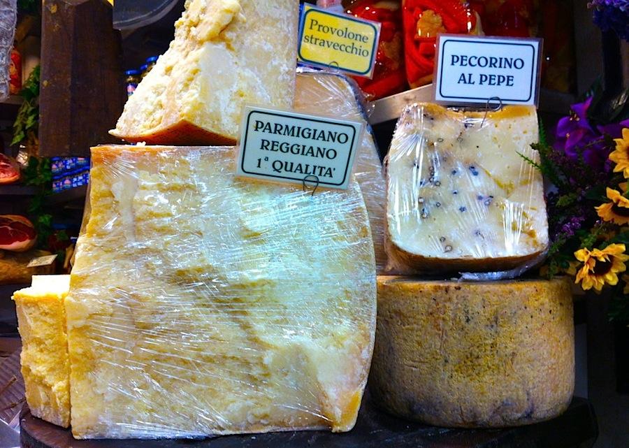 Pecorino di Grotta и пармезан, рынок во Флоренции