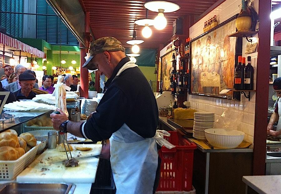 приготовление lampredotto в кафе Da Nerbone, рынок Флоренции