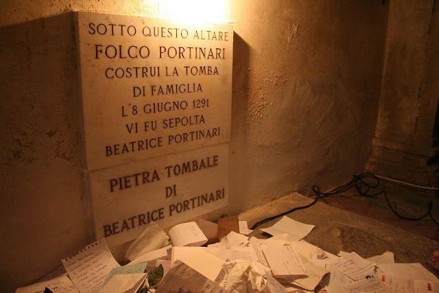 надгробная плита Беатриче с записками