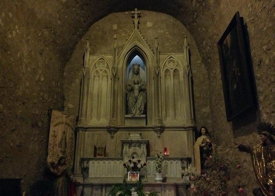 статуя Мадонны в местной церкви