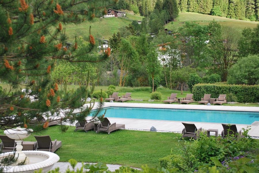бассейн с термальной водой, отель  Deluxe Hotel & Spa Resort