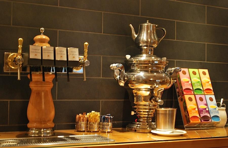 травяной чай и самовар в Deluxe Hotel & Spa Resort Alpenpalace