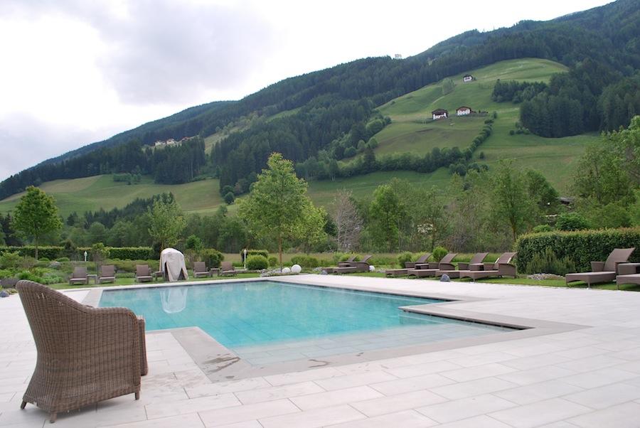 бассейн с термальной водой в Deluxe Hotel & Spa Resort Alpenpalace