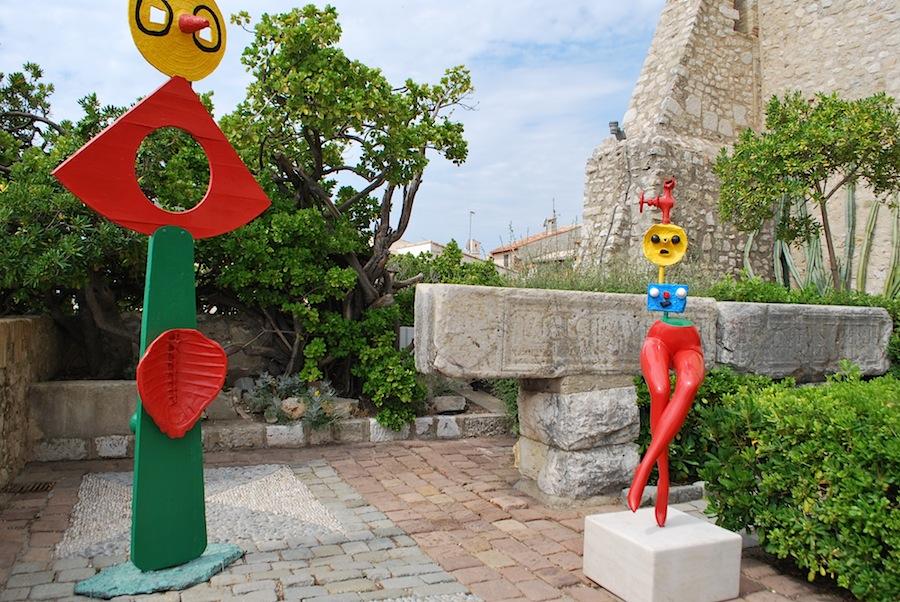 открытая терраса в музее Пикассо в Антибе