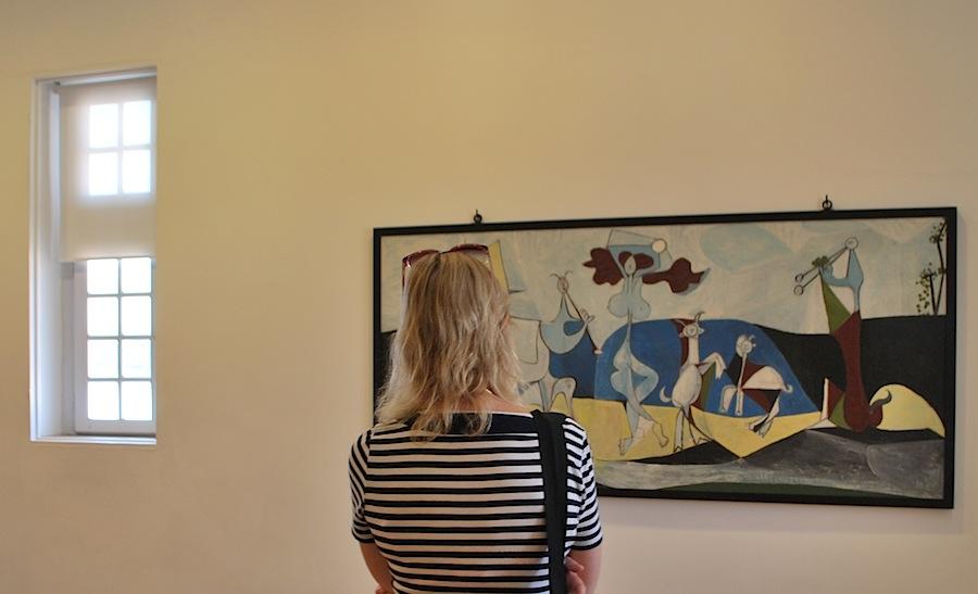 """рассматриваю картину """"Радость жизни"""" в музее Пикассо в Антибах"""