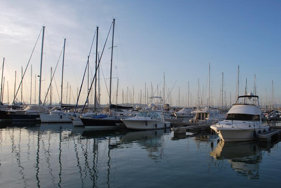 стоянка яхт в яхт-клубе Marina di Scarlino