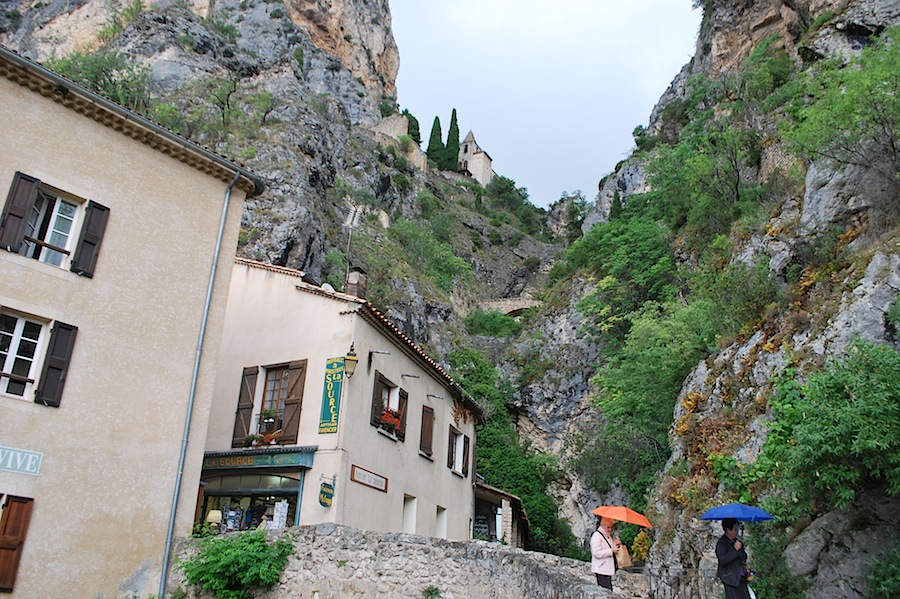 Мутье-Сент-Мари (Moustiers-Sainte-Marie)