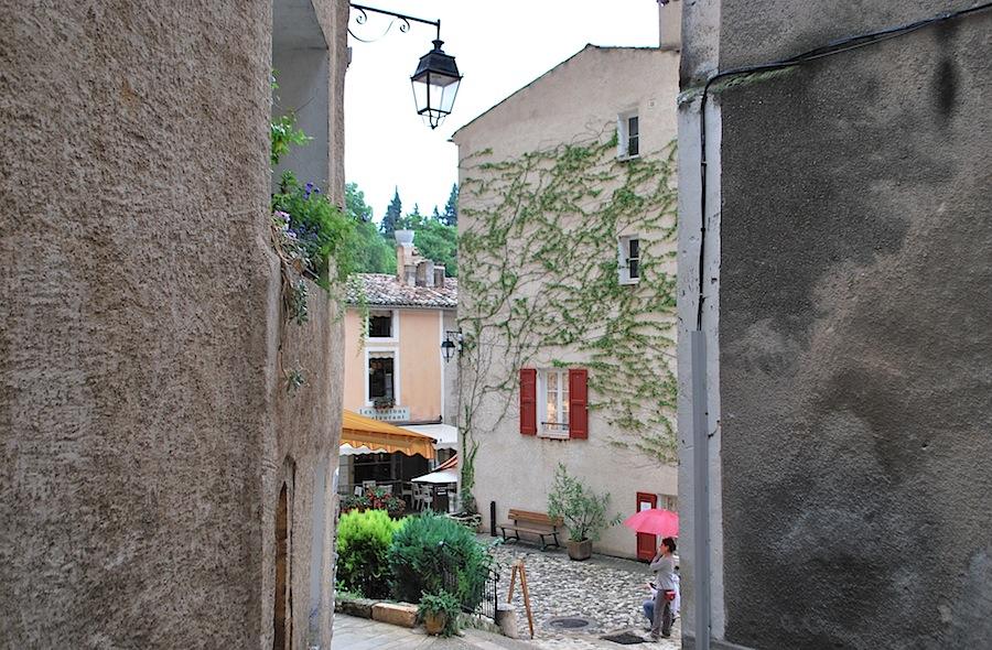 улочка Мутье-Сент-Мари (Moustiers-Sainte-Marie)