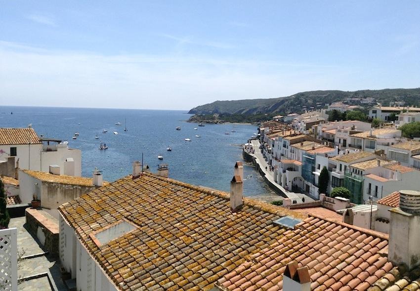 крыши Кадакеса, Кадакес, Испания, Каталония