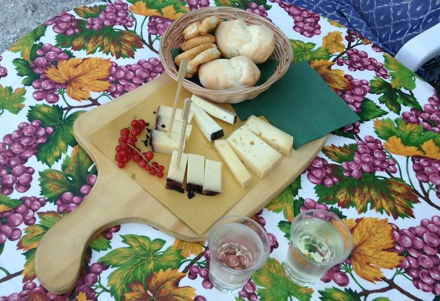 серприно и сыры - аперитив на Эуганских холмах