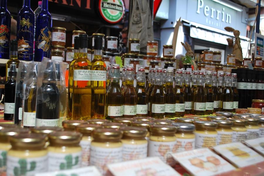 оливковое масло, конфитюр и мед на провансальском рынке, Антиб