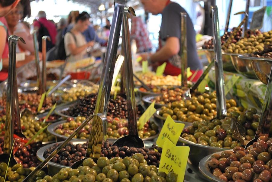 оливки на провансальском рынке, Антиб