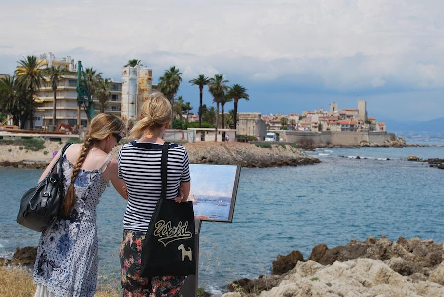репродукция картины Клода Моне «Antibes effet d'après-Midi» на набережной Антиба