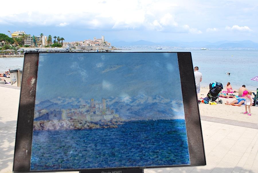 репродукция картины Клода Моне «Antibes effet d'après-Midi» на набережной Антибов.