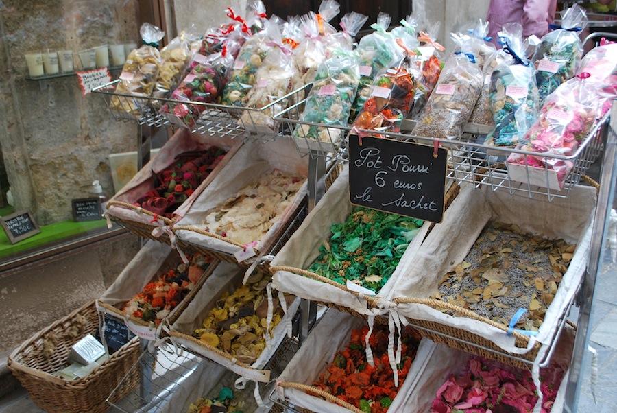 на улицах Граса торгуют сафе