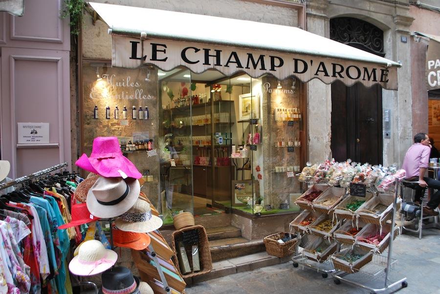 парфюмения на улице Граса