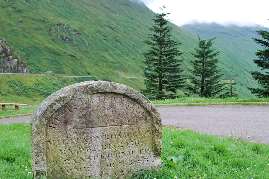 Argyll Forest Park, придорожный камень