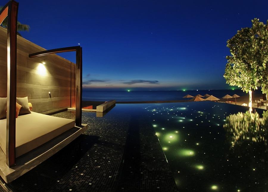 бассейн ночью, Aleenta Phuket