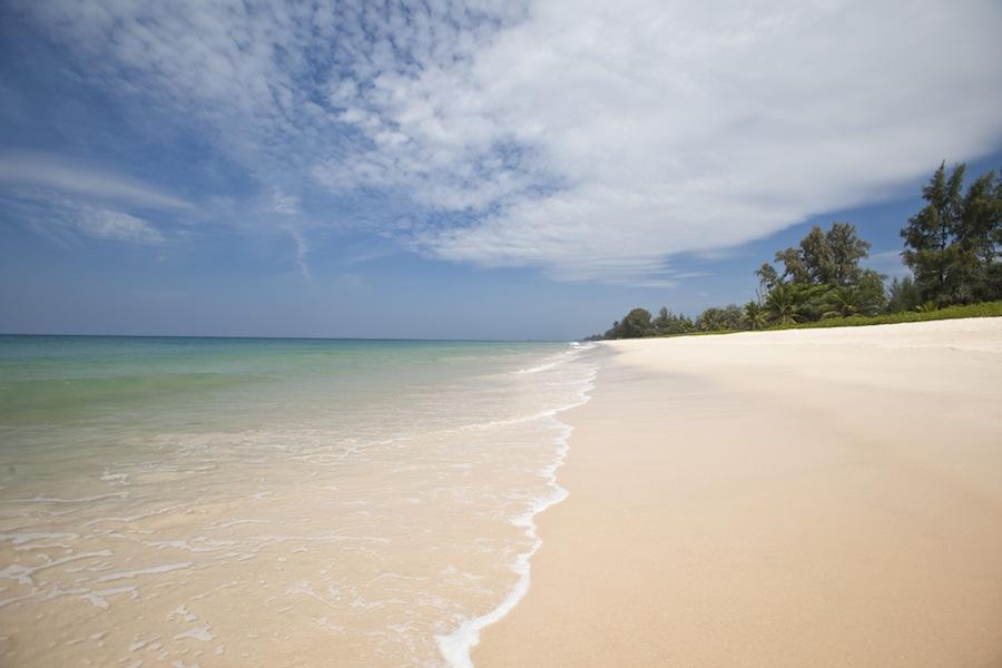 пляж в Aleenta Phuket