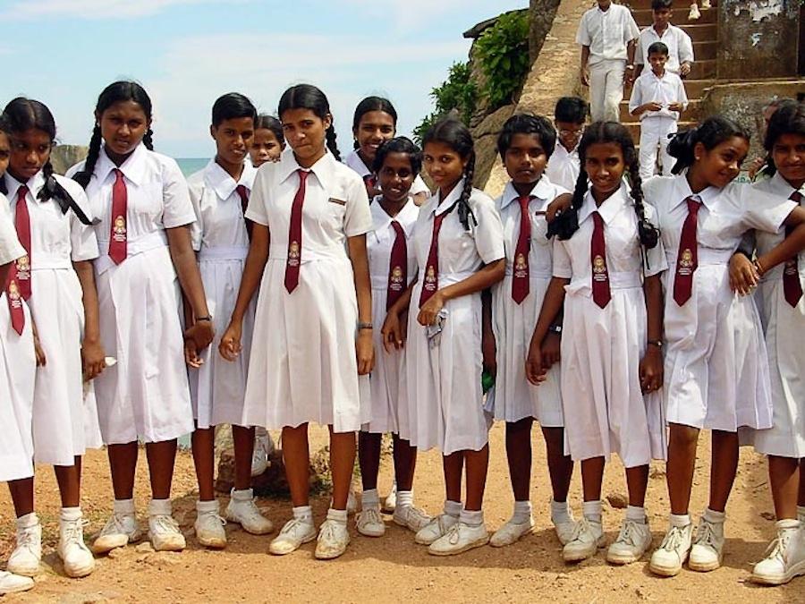 школьницы на Шри-Ланке