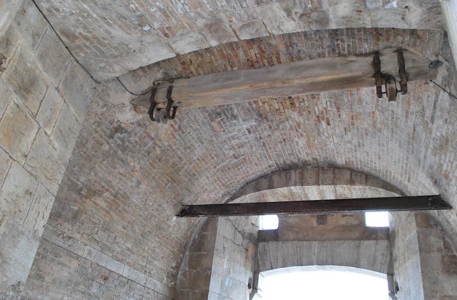 старинные опускающиеся ворота, Антиб (Antibes)