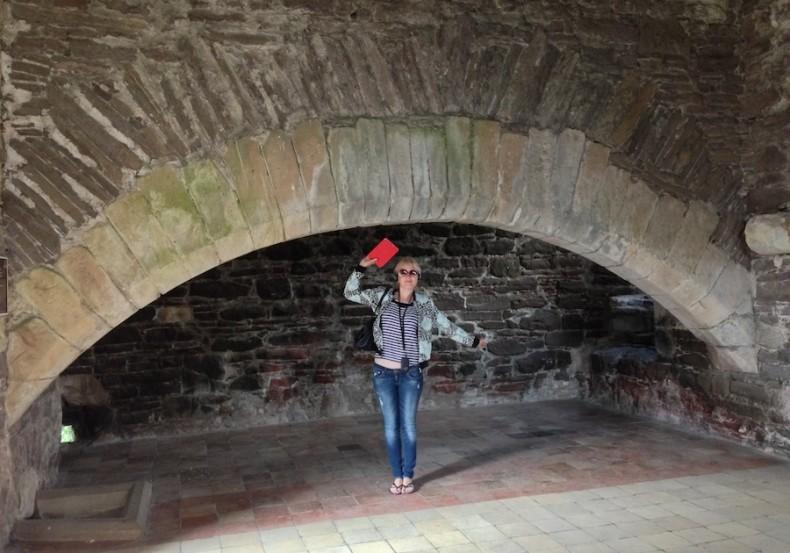 камин в кухне замка Дун