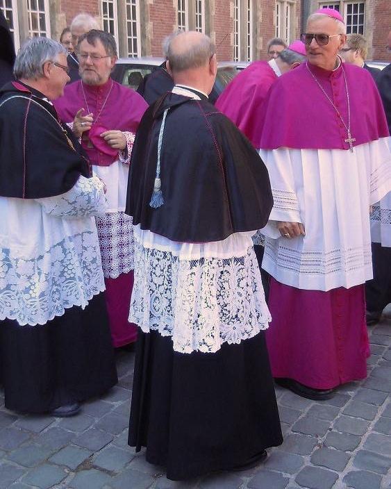 Священники в Брюгге