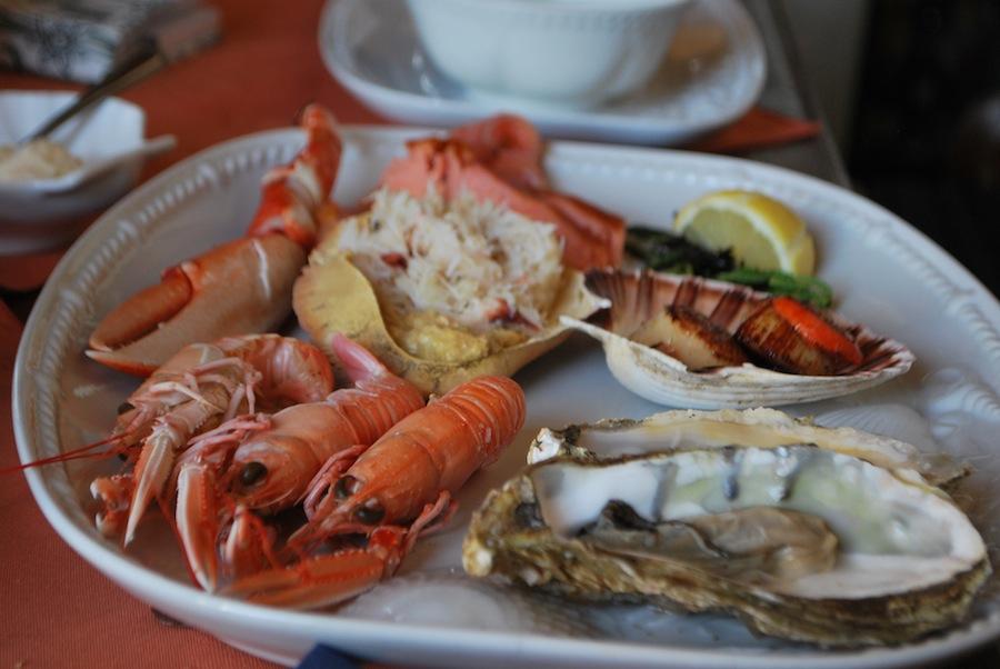ассорти морепродуктов в ресторане The oystercatcher
