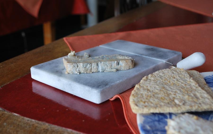 шотландский сыр с голубой плесенью